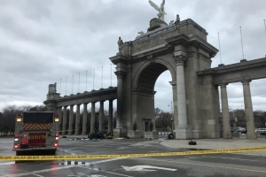 1 dead after car crashes into Princes' Gates in Toronto