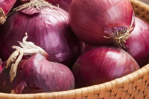 CDC says another salmonella outbreak in 34 states linked to red onions