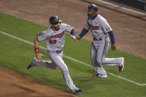 Twins clinch 2nd straight playoff spot, beat Mills, Cubs 8-1