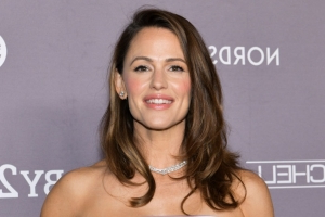 Jennifer Garner with short hair and fringe has to be seen to be believed