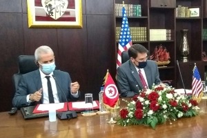 The head of the Pentagon signs a military cooperation agreement in Tunis